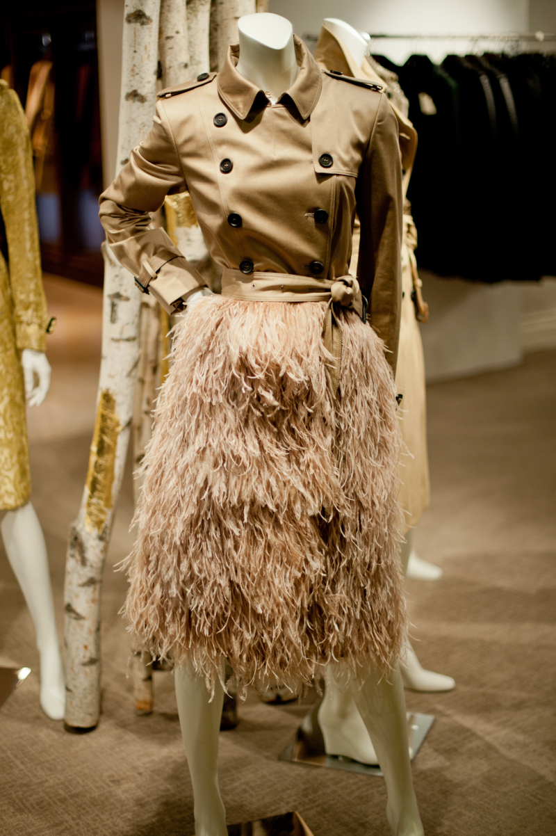 burberrys-limited-edition-trenches-for-bergdorf-goodman-le-chodraui